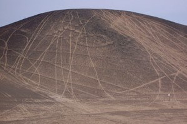 Geoglyph damaged by Dakar Rally www.perucycling.com